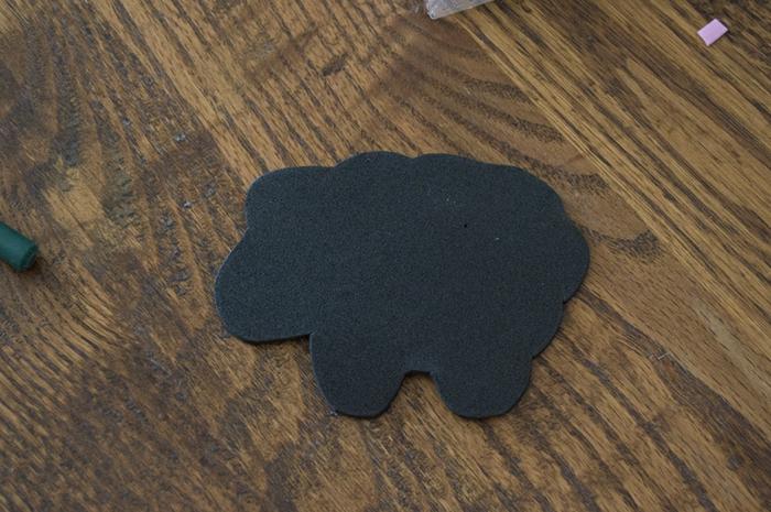 como hacer una obeja decorativa de goma eva, muñecas goma eva para los pequeños paso a paso