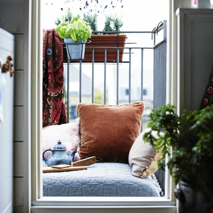 ideas patios pequeños con piscina y terrazas pequeñas, como decorar un balcón pequeño paso a paso