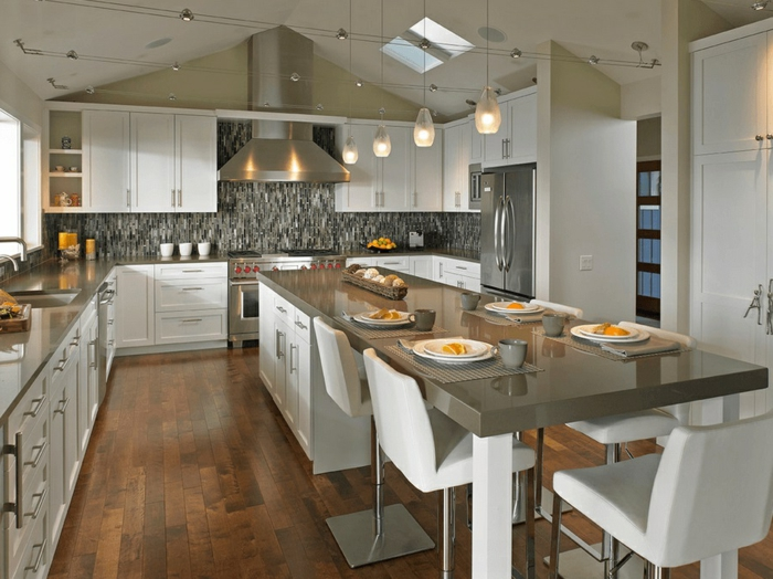cocinas modernas fotos, isla moderna en color ocre y blanco, ideas de decoración cocina comedor