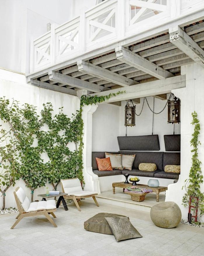 preciosa idea de decoración, paredes con plantas trepadoras, ideas para decorar terrazas modernas