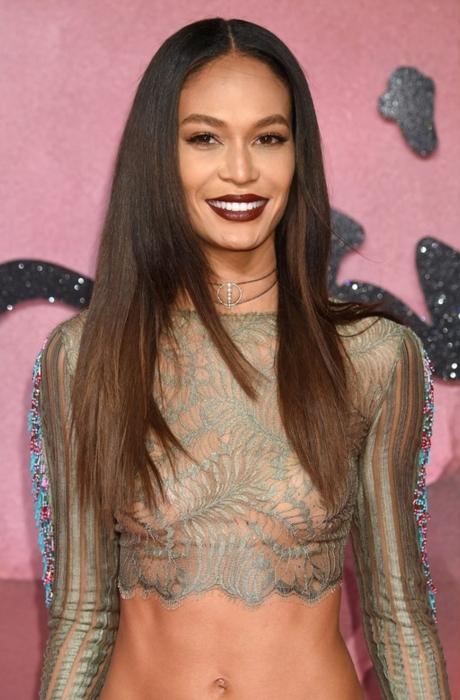fotos de celebridades con cortes de pelo degradado, cabello castaño con balayage corte de pelo degradado