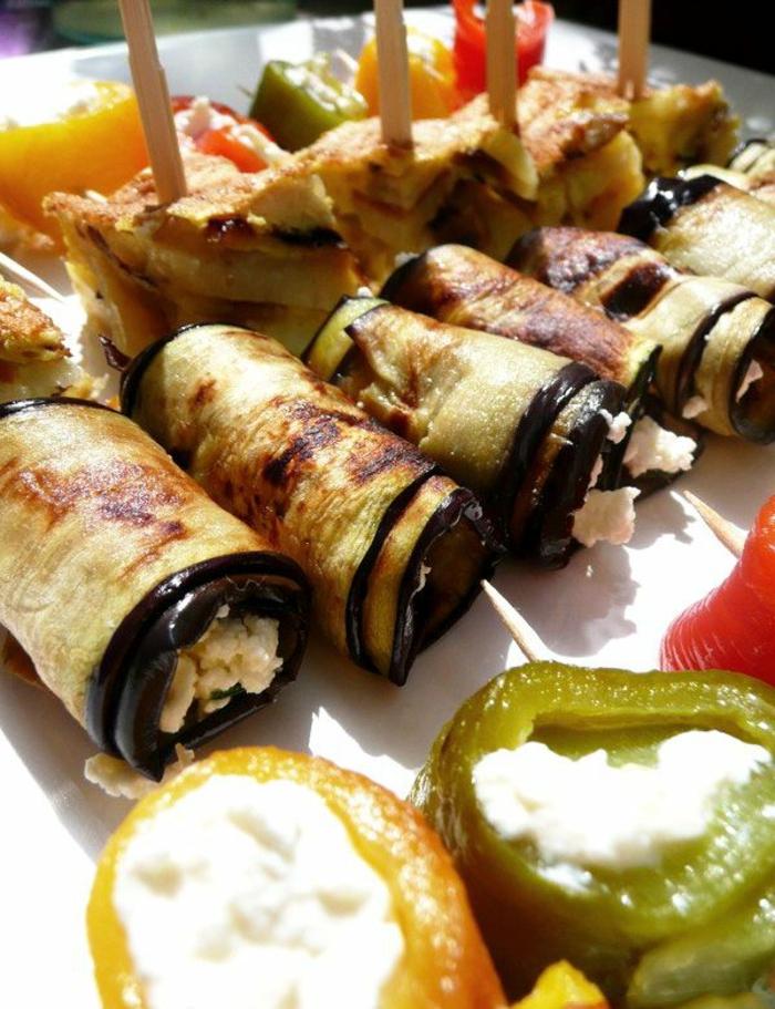 rollos de berenjenas a la plancha con rocotta y pinchos de tortilla, tapas y aperitivos faciles para hacer en casa