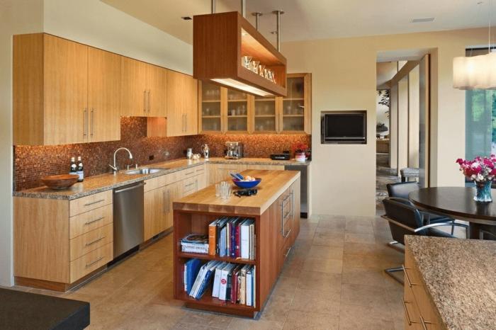 ideas de diseño de cocinas modernas con isla, isla de madera con estanterías, cocina abierta al salón