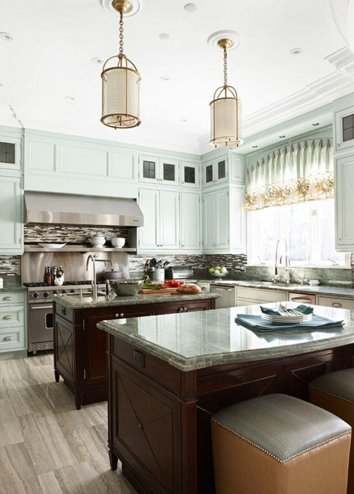 decoración de cocina pequeña con dos islas, ideas de diseño de cocinas modernas decoradas en colores claros