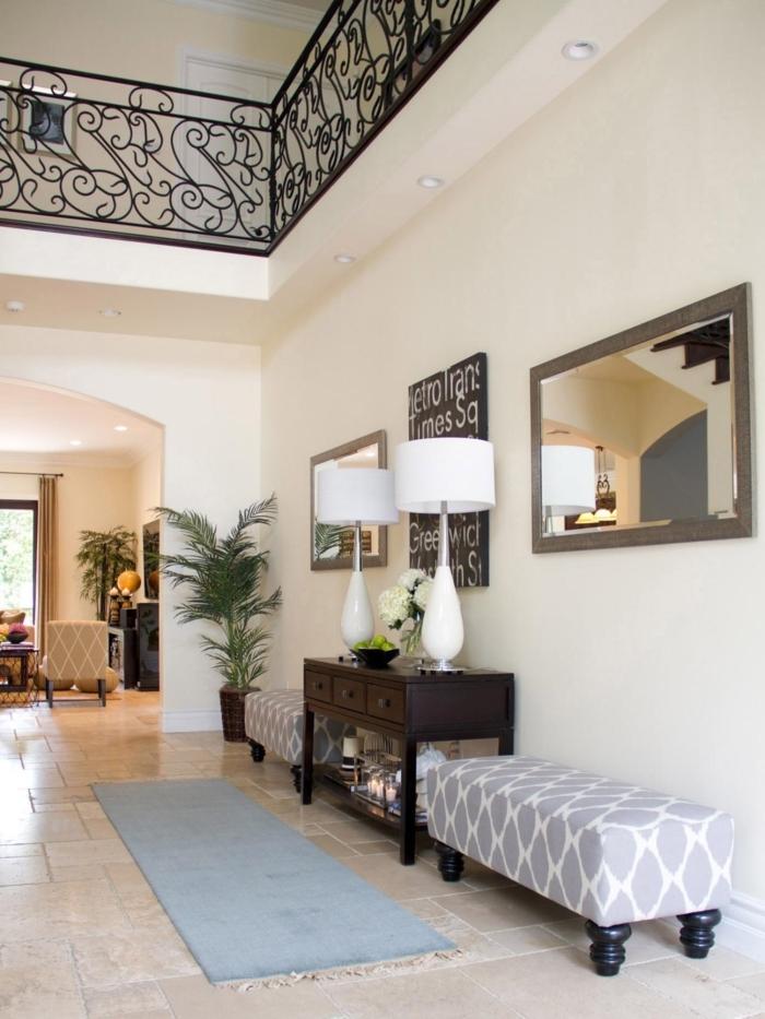 pintar pasillo moderno largo ideas, corredor con paredes en beige claro y bancos tapizados en gris y blanco