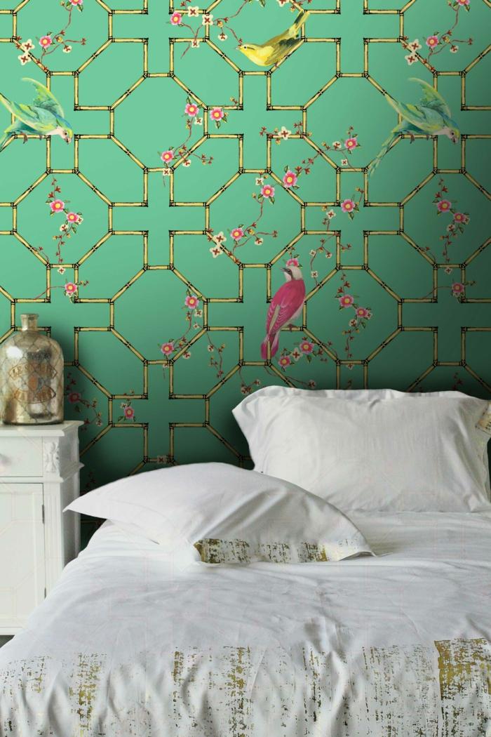 ideas de papel para forrar muebles y paredes, dormitorio en estilo vintage con paredes con papel decorativo estilo japonés