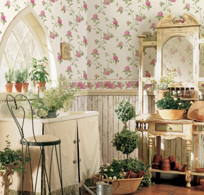 espacio decorado en estilo vintage con muchas macetas con plantas verdes, papel pintado adhesivo con motivos florales