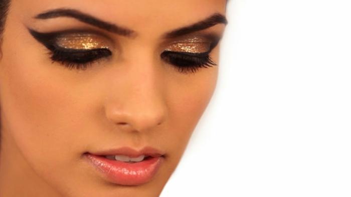 maquillaje paso a paso para una ocasión especial, ojos con la raya del ojo alargada, pestañas con mucho volumen y sombras en dorado