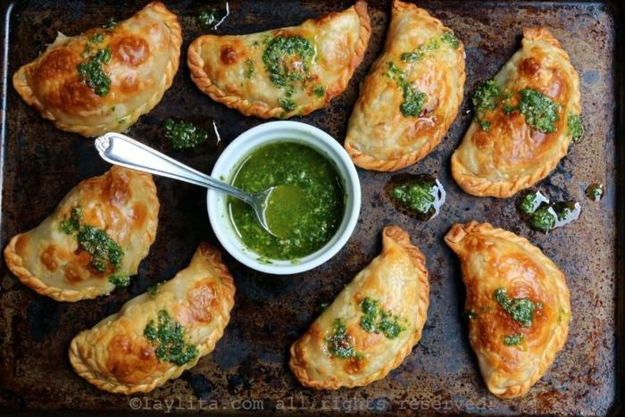 empanadas caseras con pesto rellenas de queso, verduras y tomates paso a paso, ideas de tapas para picoteo