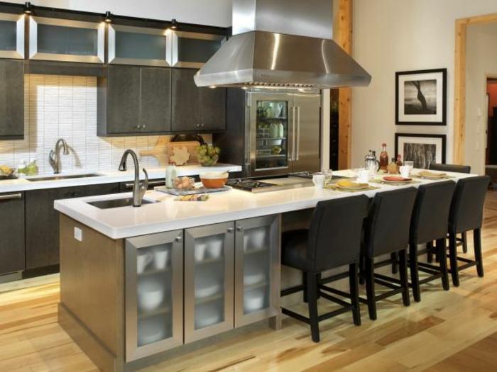 cocinas pequeñas abiertas al comedor, isla con lavabo empotrado, armarios y barra comedor