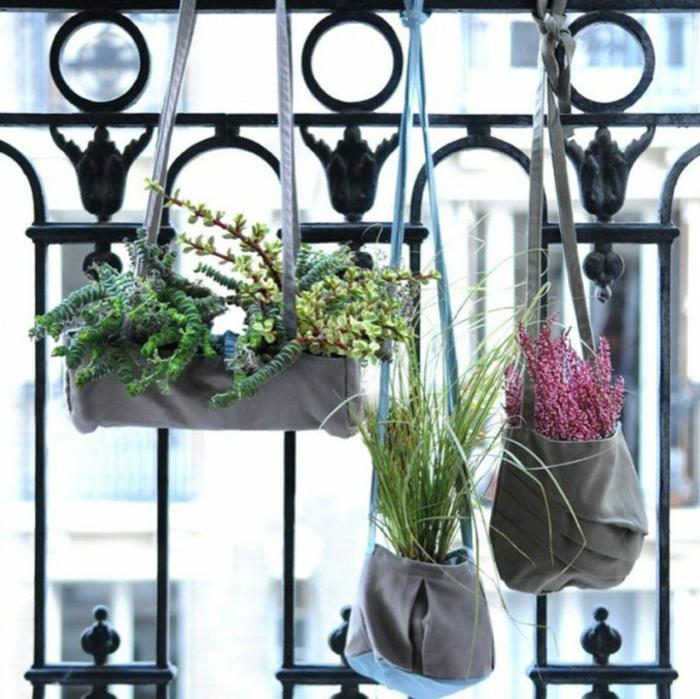 ejemplos de ideas originales para decoracion de patios y terrazas, macetas hechas de bolsas de tela