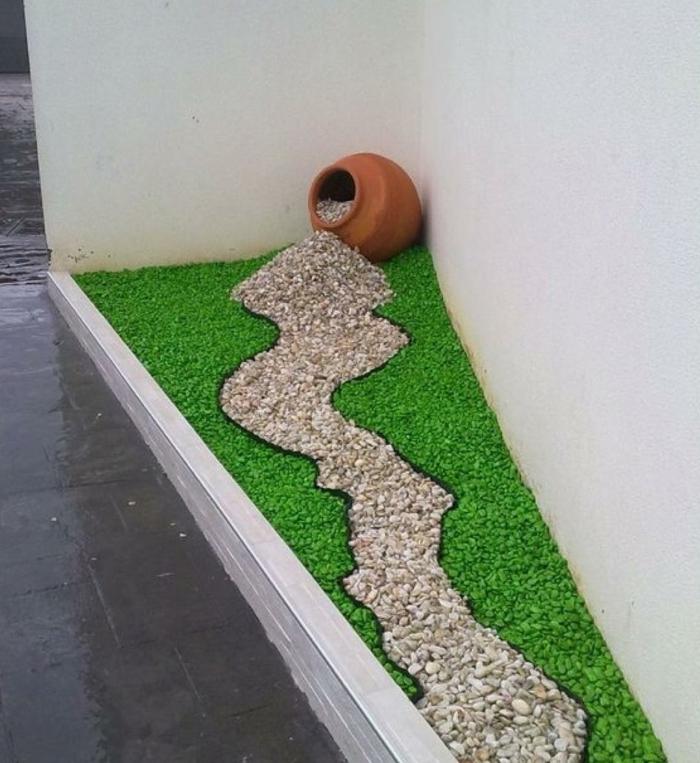 ideas originales decoracion de jardines con piedras, kardín pequeño con piedras decorativas y jarrón de arcilla