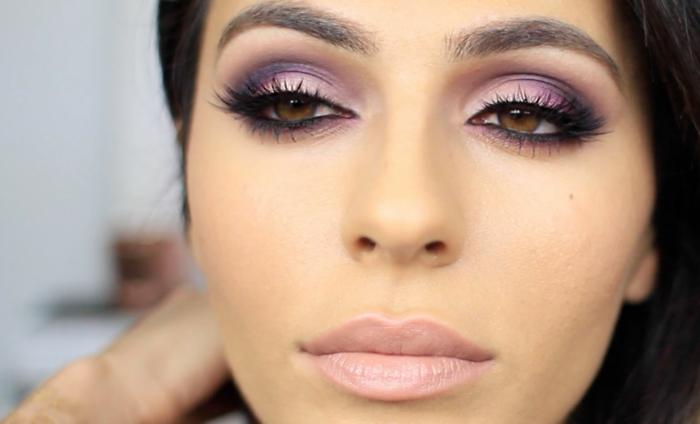 maquillaje paso a paso mirada dramática en rosado y lila, labios en rosado claro y base de piel con colorete