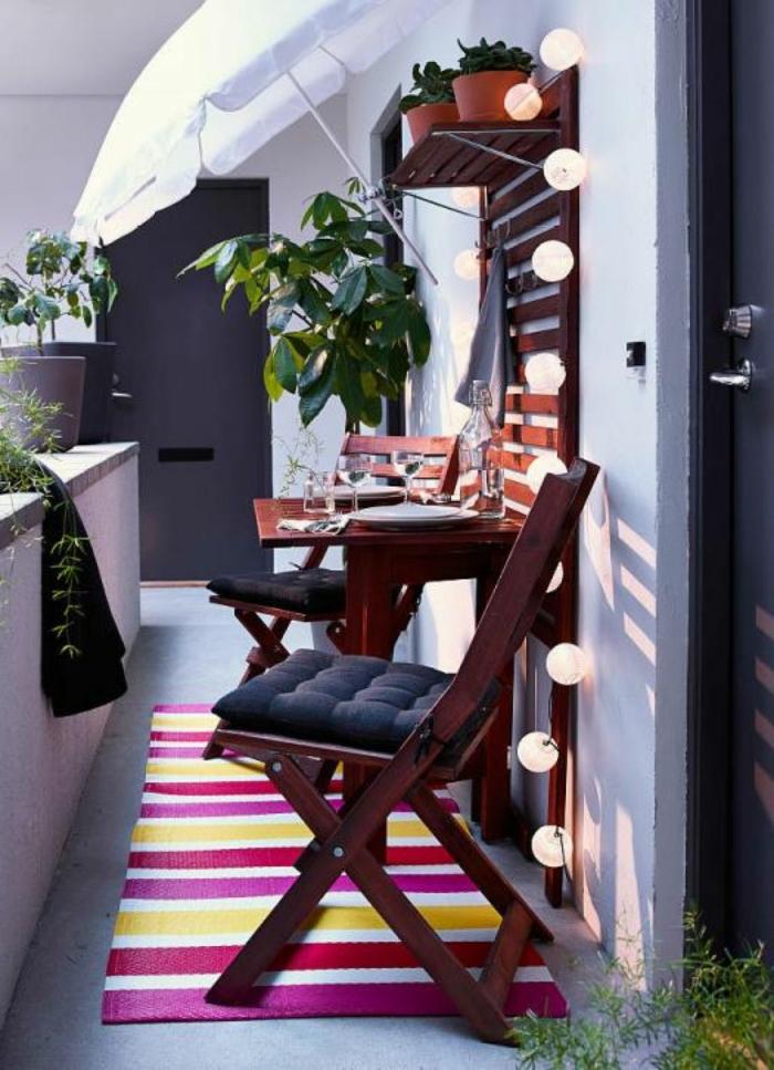 balcones decoradas con encanto, decoracion de jardines exteriores y terrazas, muebles de madera en color oscuro y luces originales