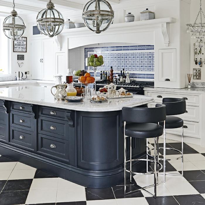 decoracion cocinas tendencias 2018, grande isla multifuncional con armarios y encimera de marmol