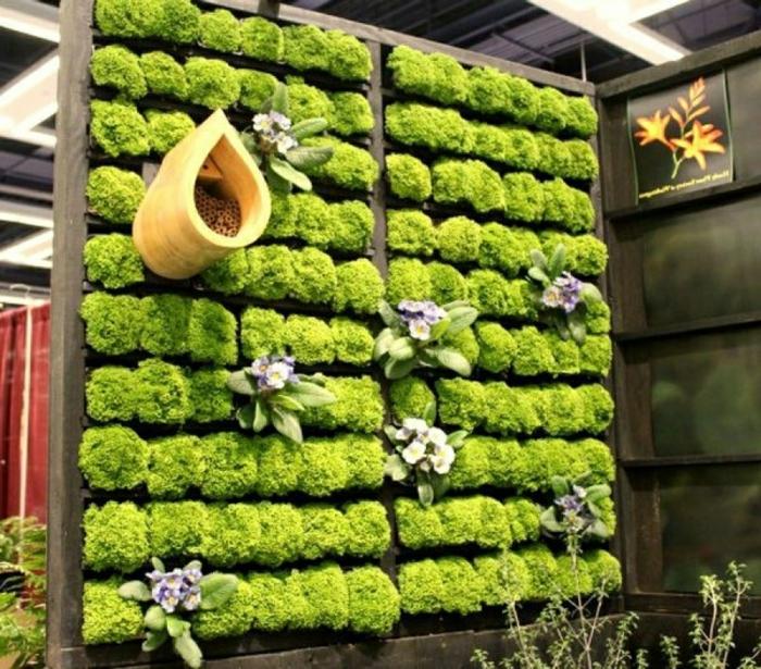 como decorar el jardin de una manera original paso a paso, jardinera de madera DIY con plantas suculentas