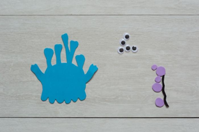 pasos para hacer manualidades con goma eva, figura de monstruo hecha de goma eva paso a paso