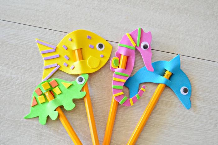 manualidades con goma eva para niños, preciosa idea de figuras de animales para lapices