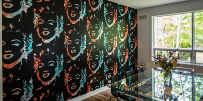 decoración salón en estilo vintage, papel para pared con dibujos de Merilyn Monroe, ideas originales papel pintado