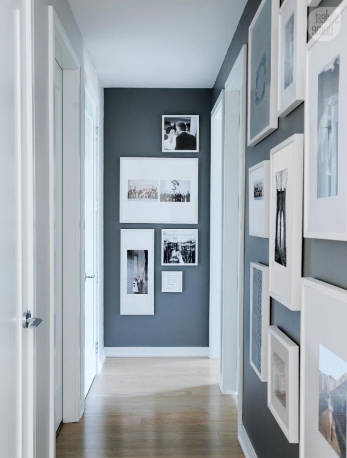 propuestas encantadoras cuadros pasillo, corredor con paredes pintadas en gris oscuro con muchos cuadros