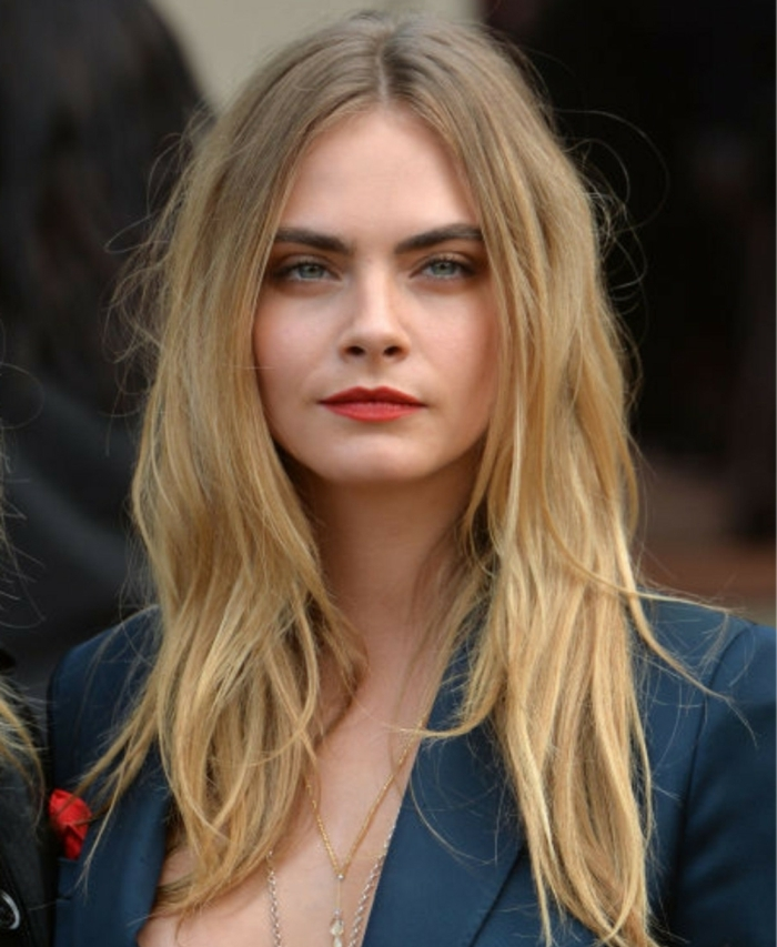Cara Delevingne con pelo degradado con mechas balayage, ejemplos cortes de pelo degradado 2018