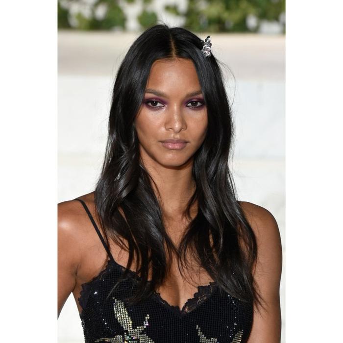 tendencias pelo largo primavera verano 2018, cabello negro ligeramente ondulado, cortes de pelo cara redonda