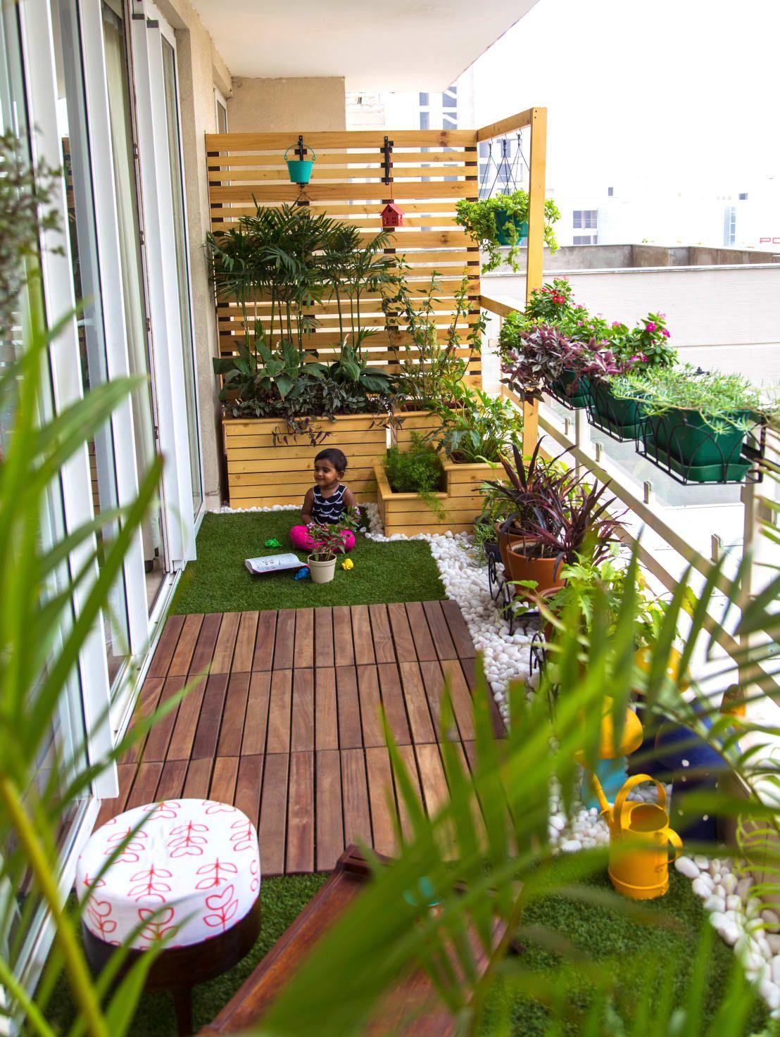 ideas ingeniosas para la decoración de tu pequeña terraza, terrazas pequeñas con encanto con muchas plantas verdes