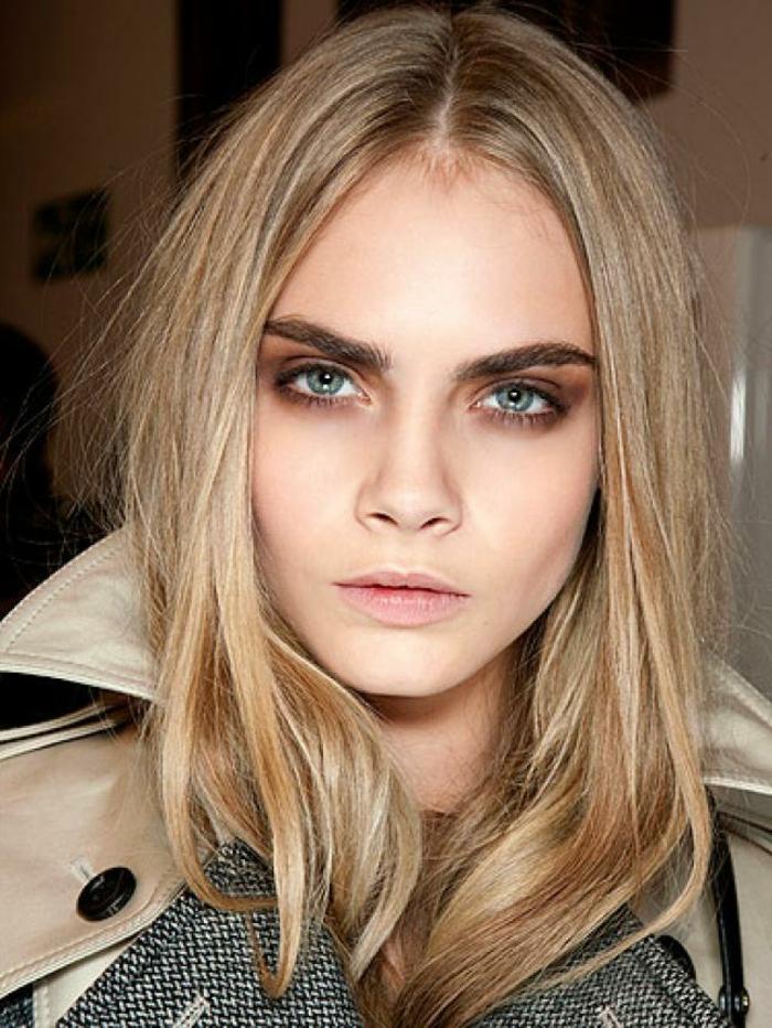 aprender a maquillarse como las estrellas de la alfombra roja, Cara Delevingne con ojos ahumados sombras en marrón