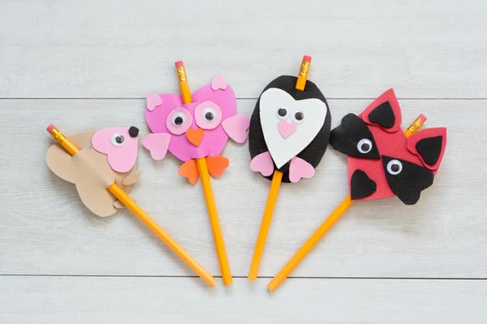 ideas originales, decoracion de lapices con figuras de animales hechas de goma eva, manualidades con goma eva paso a paso