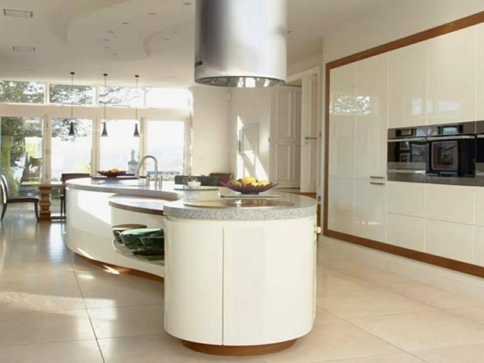 diseño de encanto, barra en forma ovalen blanco, cocinas modernas pequeñas con detalles originales