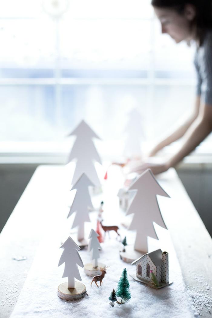 ideas de manualidades navidad goma eva, bonita decoración naivdeña, centro de mesa de árboles hechos con goma eva