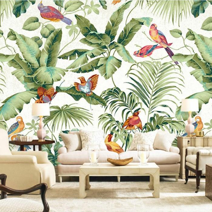 salón de encanto decorado en estilo vintage con motivos de la jungla, muebles de diseño en beige
