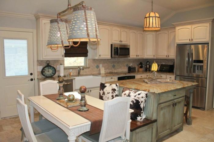 cocinas modernas pequeñas en estilo rústico moderno, cocina con comedor con detalles decorativos originales