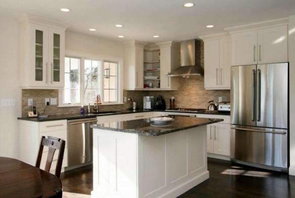 cocinas modernas pequeñas americanas con isla con barra, decoración de cocinas en blanco