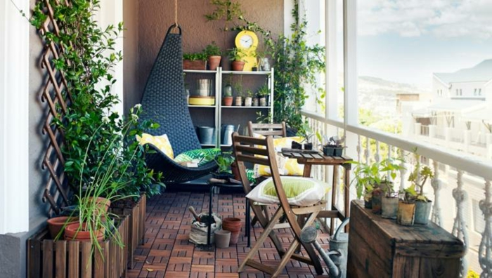 balcón pequeño decorado de manera original, muebles de diseño para terrazas pequeñas con encanto