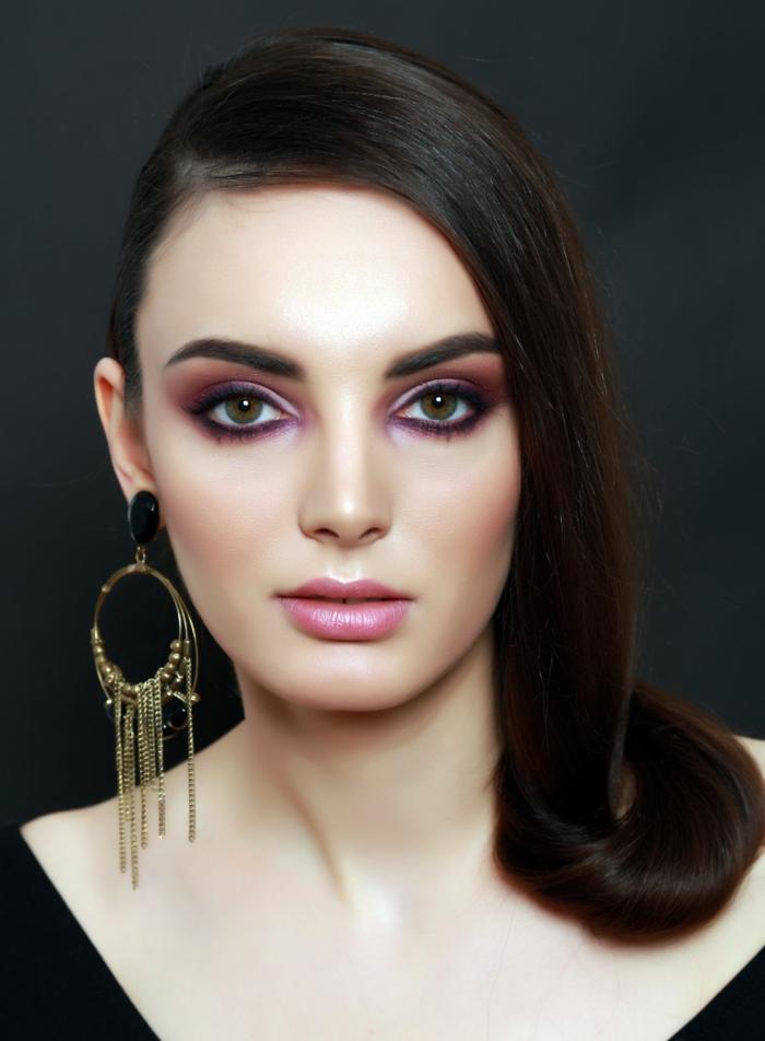 ideas de maquillaje ojos paso a paso, ojos en rosado y lila con la línea de las pestañas inferiores delineada