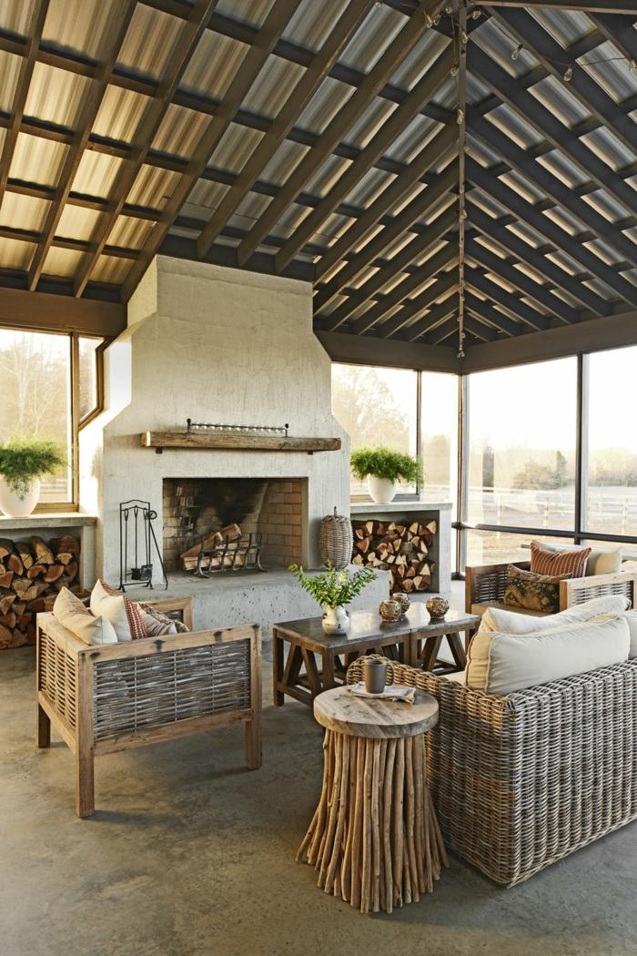 decoracion terrazas y verandas de diseño, chimenea de leña y muebles originales de madera y mimbre