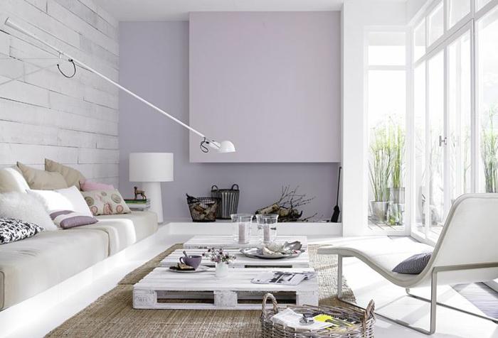 idea de decoracion con mesa de un palet pintada con blanco para el salon o la sala de estar, mesa de palets