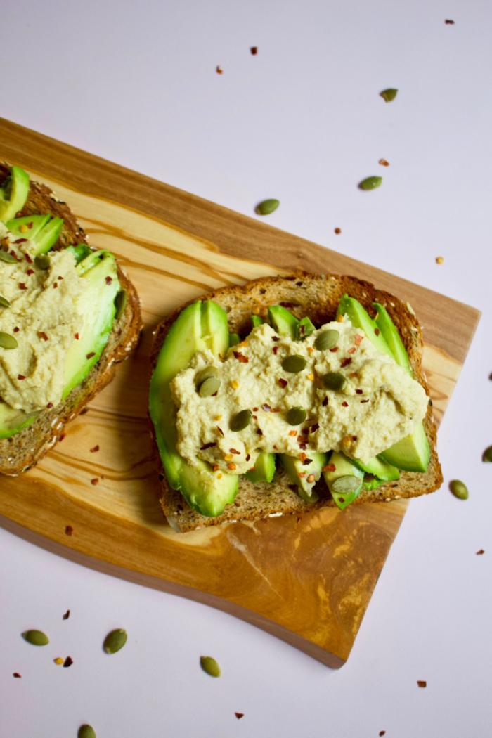 desayunos saludables desayunos con aguacate y humus semillas, ideas de desayunos nutritivos
