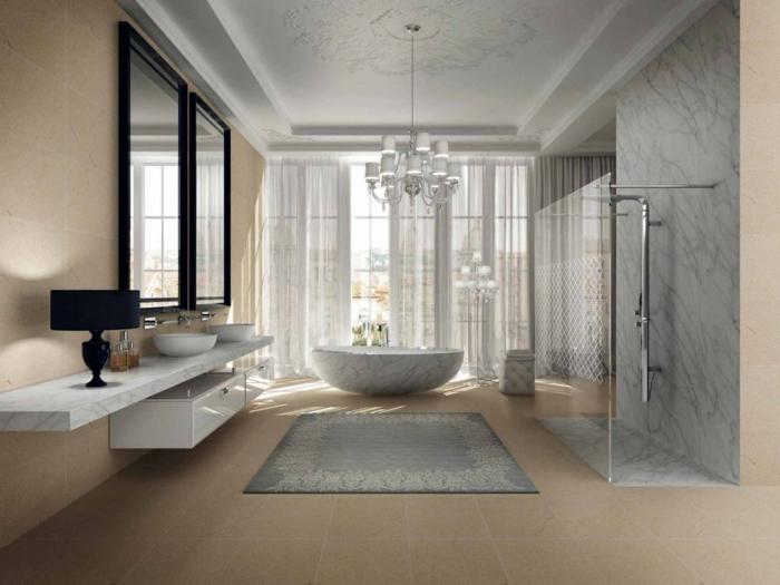 baño decorado en blanco, gris y beige, ideas de baños blancos decorados en estilo vintage con grandes espejos marcos dorados