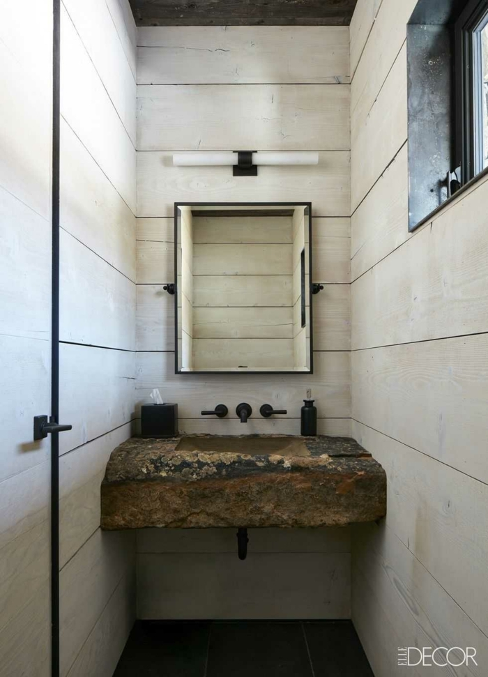aseos pequeños decorados en blanco marfil, lavabo original en estilo rústico efecto desgastado