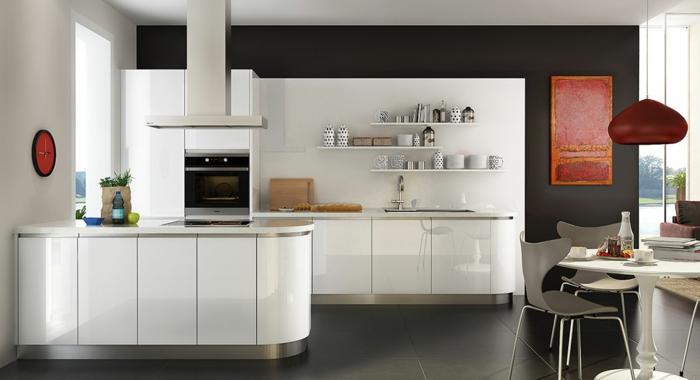 cocina moderna enblanco, con una pared en negro y con ventana grande. cocinas integradas en el salon fotos