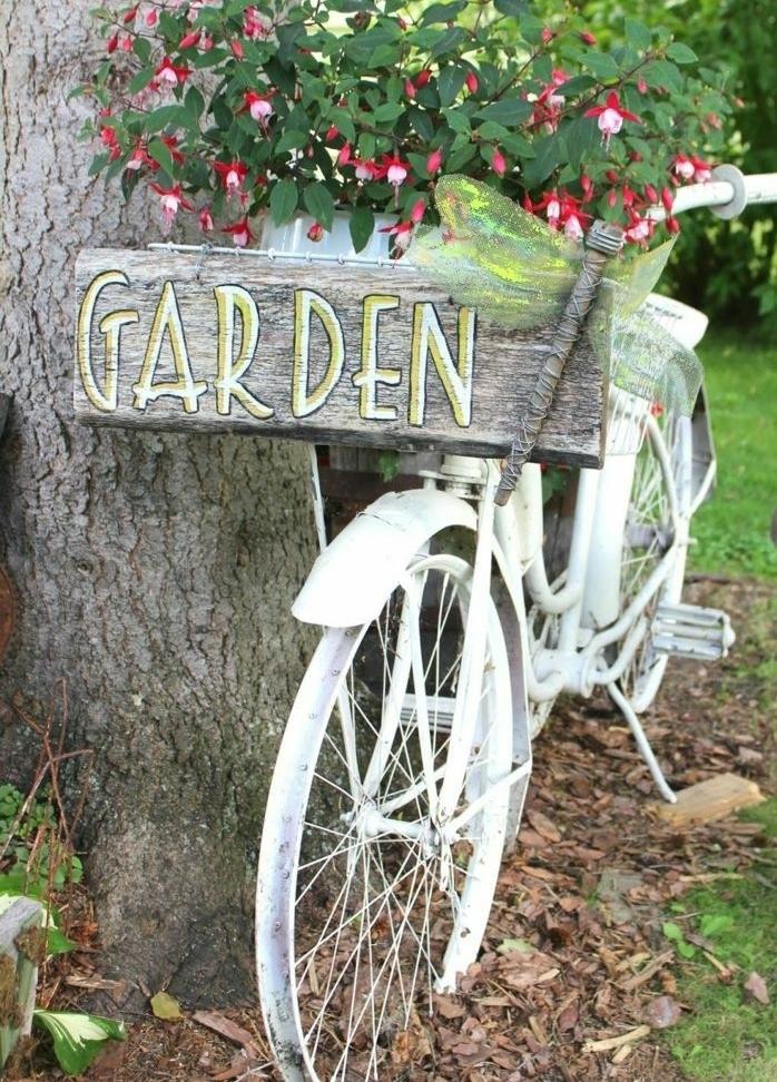 originales ideas sobre cómo decorar un jardín pequeño con decoración DIY, bicicleta macetero