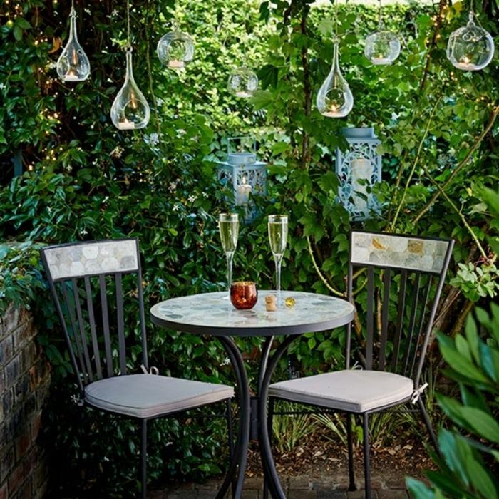 ingeniosas ideas de decoracion de jardines, muebles de diseño, bombillas decorativas colgantes con velas