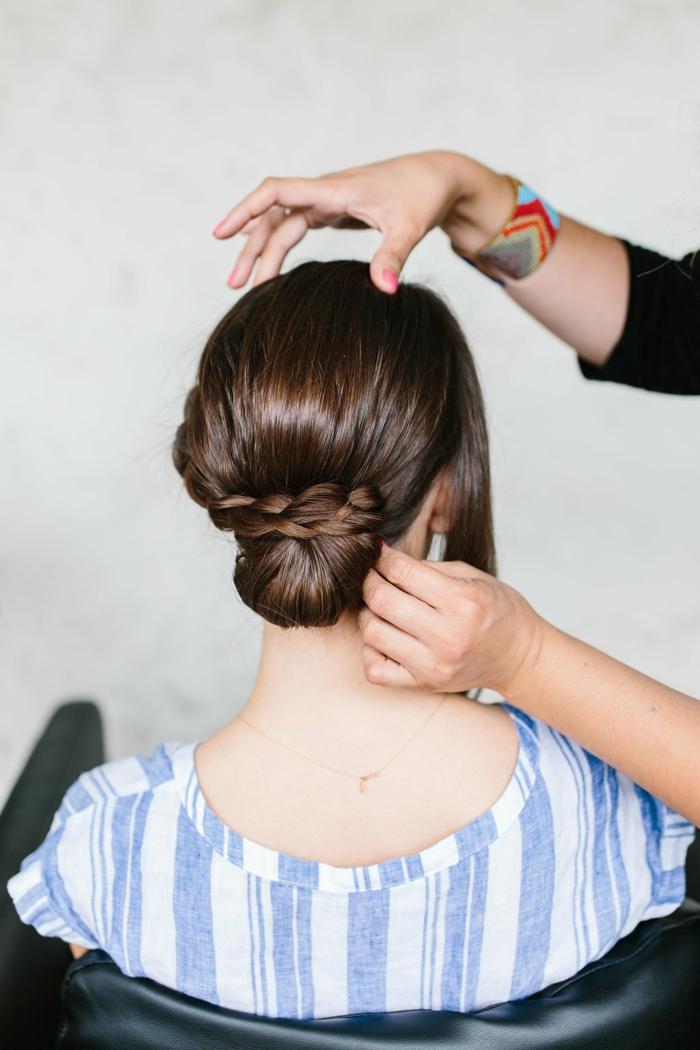 como hacer trenzas con moño, elegante peinado según las últimas tendencias 2018 paso a paso