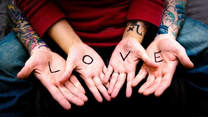 ejemplos de adorables tatuajes para dos, tatuajes que simbolizan amor, ideas para parejas con letras
