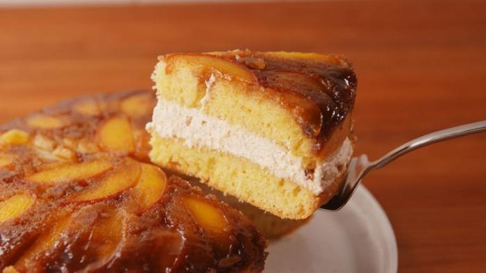 fotos con ideas de postres con manzanas para toda la familia, tarta de bizcocho con manzanas, recetas de tartas para impresionar