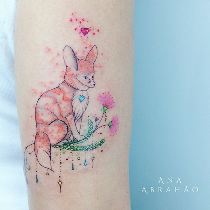 tatuajes simbólicos pinturas acuarelas, dibujo de zorro en color naranja, elementos florales