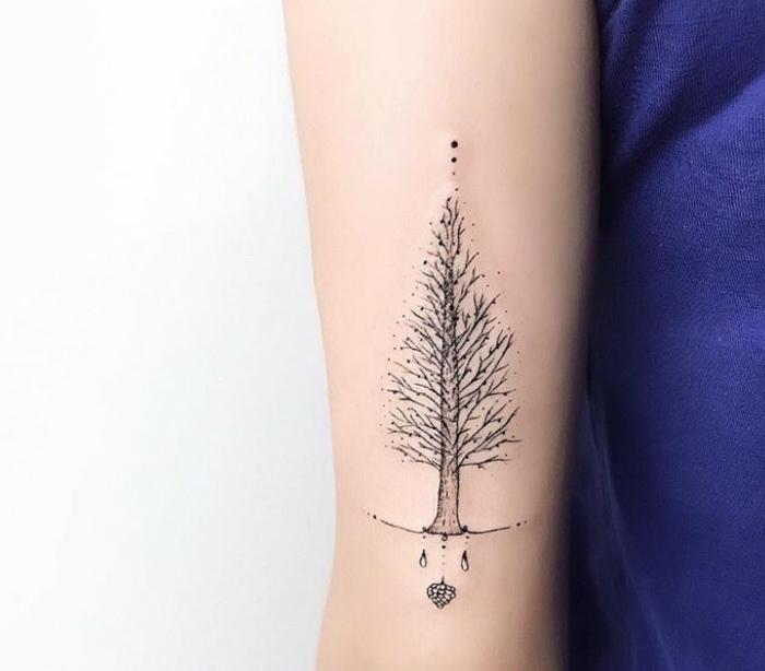 precioso árbol tatuado en el brazo, tattoos pequeños para hombres y mujeres, tatuajes con significado