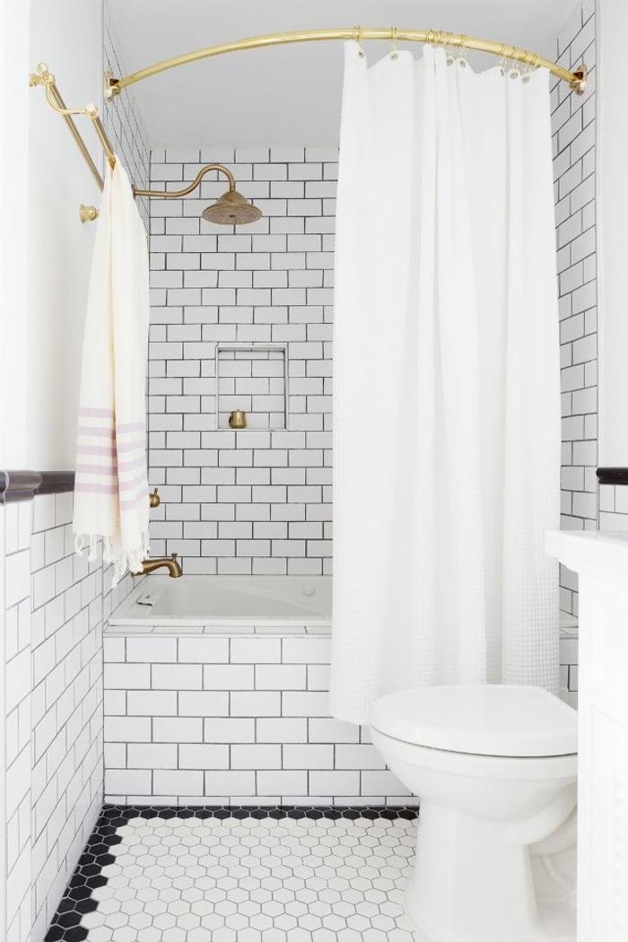 baños blancos baños modernos decorados en blanco, cortinas de baño en blanco azulejos modernos y detalles en dorado